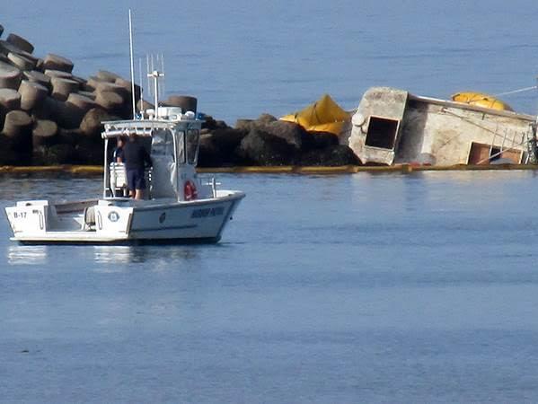 Fishing boat hits ventura harbor jetty ventura breeze for Ventura sport fishing